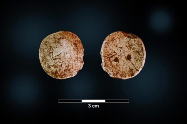 One of the 18 game pieces, obverse and reverse sides. (Image: University Museum at Bergen)