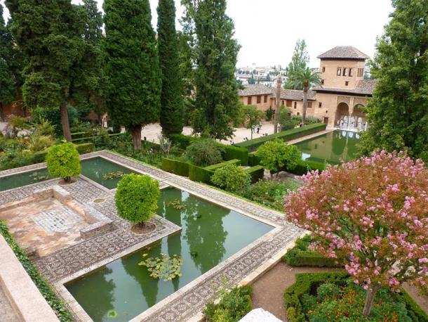 Just one of the many garden settings in the Alhambra Palace. (Rien Ramerman / Public domain)