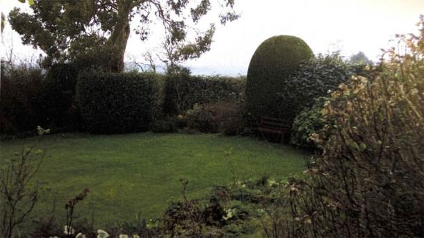 Image of English country garden showing where Roman slab was discovered. (Woolley & Wallis)