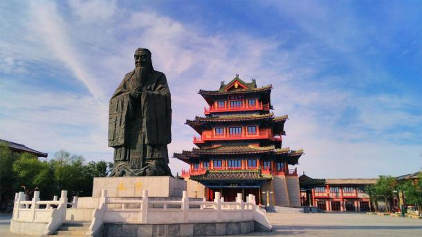 The giant statue of Confucius and pavilion in one of the ancient capitals of China: Kaifeng. (QIAO / Adobe stock)