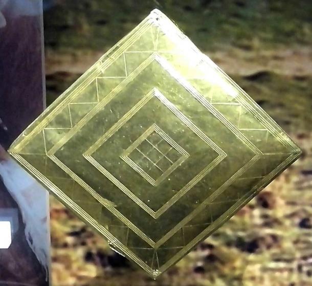 The golden lozenge found in the Bush Barrow