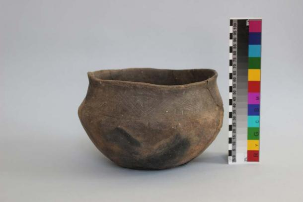 The Bohemian woman's grave also contained some everyday objects which allow a window onto life in another era, including this ceramic vessel used for cooking meat. (Romilda Tengeriová / Masaryk University)