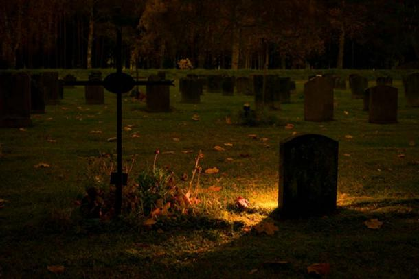 A graveyard in the evening. (CC0)