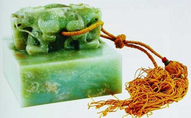 Empress Ci'anduanyu's grey jade seal.
