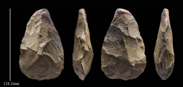 A 400,000 year 'handaxe' stone tool from Khall Amayshan 4. (Ian Cartwright, Palaeodeserts Project).