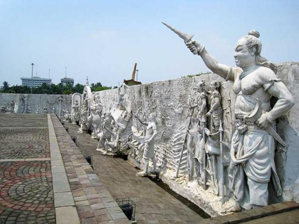 The haute reliefs of Indonesian history encircling National Monument, Jakarta. On northeastern corner depicting ancient empires of Indonesia, at the nearest right is Gajah Mada, the prime minister of Majapahit empire.