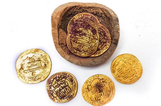The hoard of gold coins discovered in Yavne. Source: Liat Nadav-Ziv / Israel Antiquities Authority.