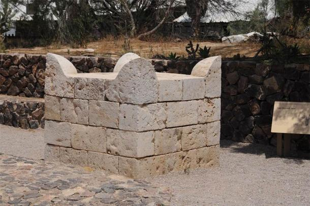 The rare horned altar found at Tel Be'er Sheva, the first ever unearthed in Israel (CC BY-NC-ND 2.0)