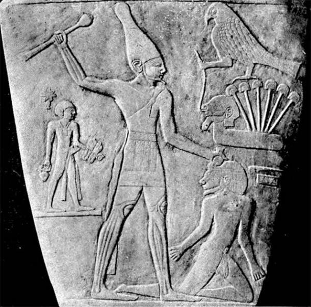 King Narmer, slate palette (Public domain)