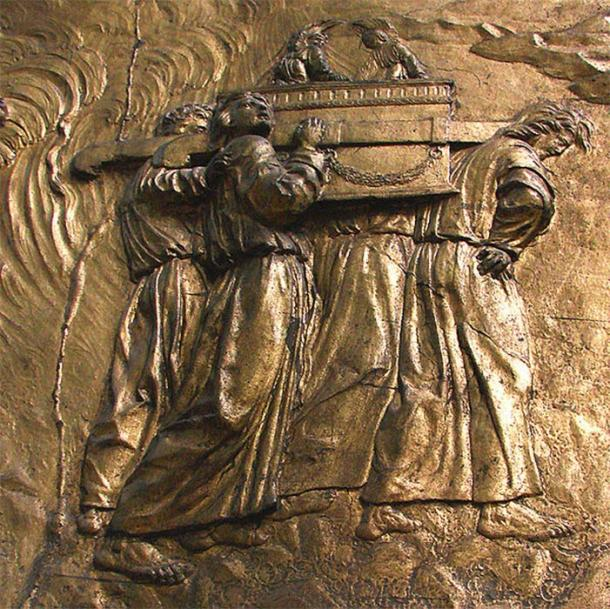 Relief of Transport of the Ark of the Covenant at Auch Cathedral, France (Public Domain)