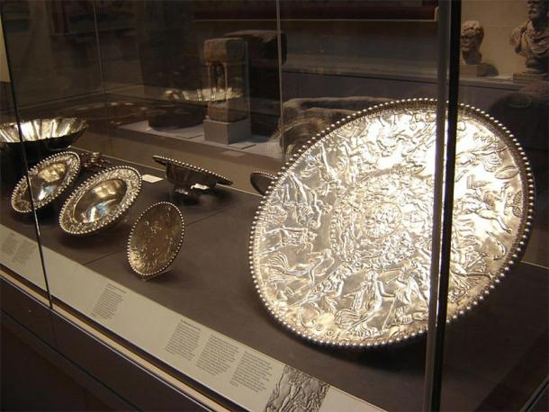 Part of the 34-piece Mildenhall Treasure collection at the British Museum. (I, Estel / CC BY-SA 3.0)