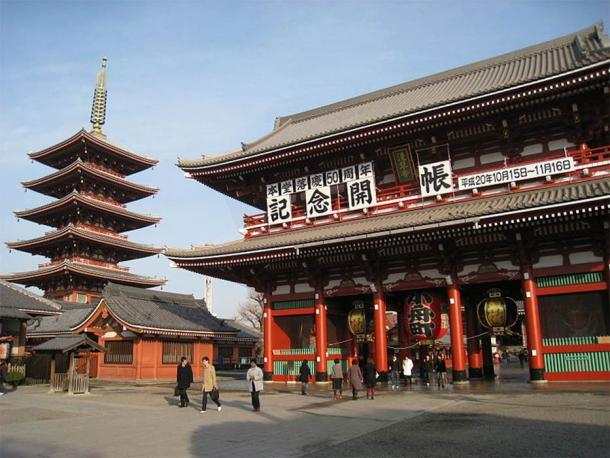 Hozomon and pagoda, Sensoji Temple, Asakusa, Tokyo, Japan. (Public Domain)