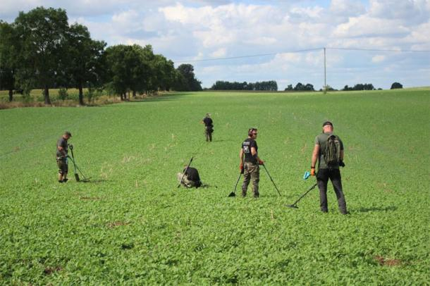 During the event, organized by the Museum of the Battle of Grunwald and now in it's seventh year, about 70 volunteer metal detectorists conducted a huge sweep of the battlefield. Due to their high density, and organization working in rows, they made a series of important discoveries. (Muzeum Bitwy pod Grunwaldem)