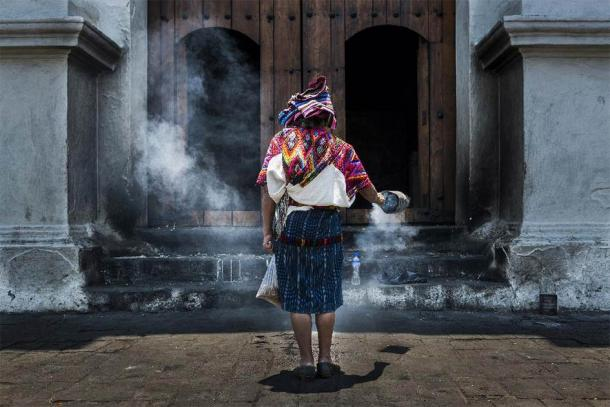 Maya woman performing a ritual in front of the Santo Tomás church in the town of Chichicastenango, in Guatemala. (PeekCC /Adobe Stock) By some estimates, there is a population of about 15 million Maya people today.