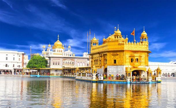 Beautiful view of Golden Temple shri darbar sahib in Amritsar, Punjab (Singh_Ramana / Adobe Stock)