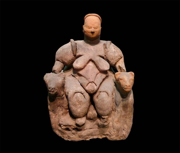The Grimaldi Goddess clay figurine, unearthed at the Neolithic settlement of Çatal Hüyük in Turkey, dates back to about 6000 BC and depicts a seated woman of Çatalhöyük. The author argues that the two massive dog-like beasts sitting by her side could hide secrets related to the role of women in dog domestication. It is housed at the Museum of Anatolian Civilizations in Ankara, Turkey. (Nevit Dilmen / CC BY-SA 3.0)