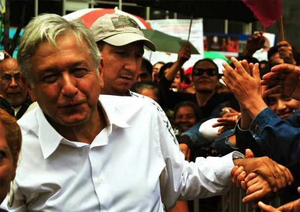President López Obrador of Mexico has been accused by many for being a populist. The photo shows him at a rally in Mexico City. He has now written an open letter asking the Pope to apologize for the complicity of the Catholic church during the Spanish conquest. (ProtoplasmaKid / CC BY-SA 3.0)