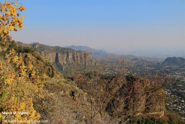 The Town of Tepoztlán and the sacred valley. (Image: © Marco Vigato)