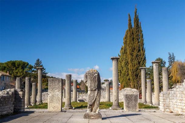 Roman ruins in Vaison-la-Romaine town, Provence, France (lic0001 / Adobe Stock)