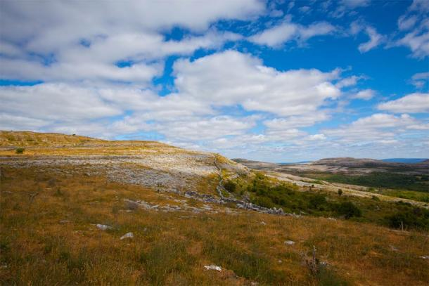 Location of Poulnabrone dolmen in the Burren National Park, southwest of Ireland (Vincent / Adobe Stock)