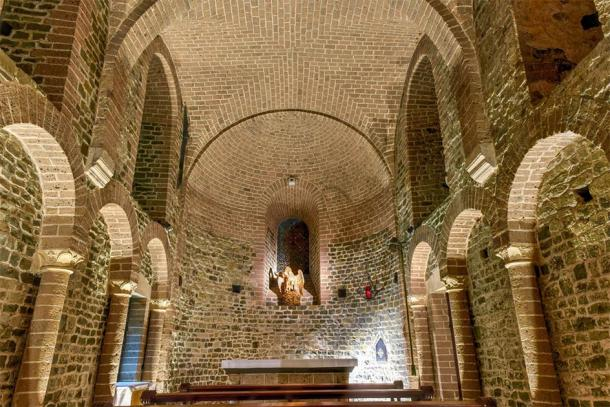 Interior view of the Lower Chapel of the Basilica of the Holy Blood (demerzel21 / Adobe Stock)
