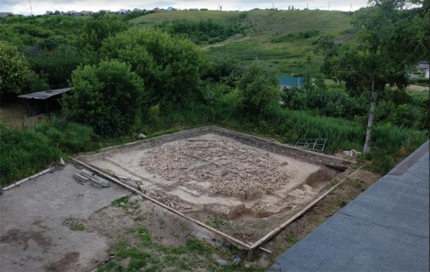 Photograph of the mammoth monument remains, taken from the museum roof in 2017. The two visible scales (center) are 5 and 6 meters long/ (Image: a. E. Dudin / Antiquity Publications Ltd)