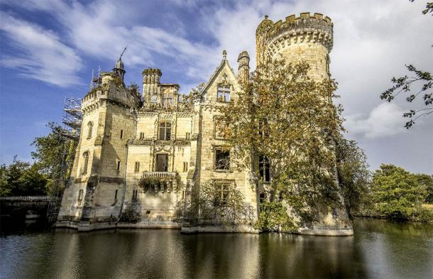 September 22, 2019 AD view of the ruins of the Château de la Mothe-Chandeniers during Heritage Days. (Romain TALON / Adobe Stock)