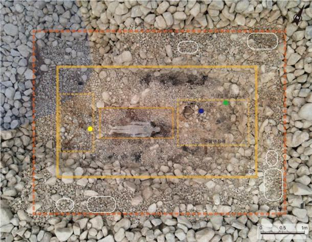 The site of the Silla Kingdom tomb no. 44 which archaeologists at Jjoksaem in Gyeongju, South Korea, have been excavating. Go stones were discovered near the bottom of the tomb and jewel beetle ornaments near the top. (Gyeongju National Research Institute of Cultural Heritage)