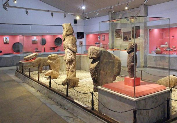 Steles and sculptures from Göbekli Tepe (Klaus-Peter Simon/ CC BY-SA 3.0)
