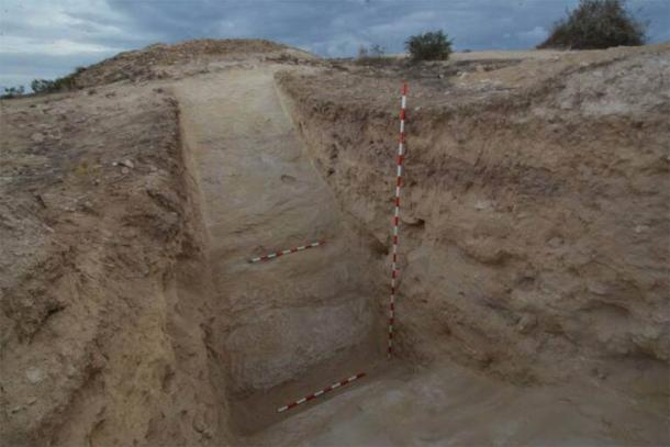 Photo of the recently discovered Phoenician moat. (Universidad de Alicante)
