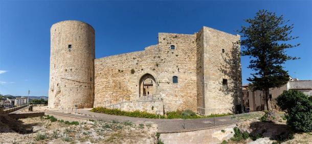 The ancient home scheme in Salemi, Sicily gives buyers the chance to live in a landscape that features one of the best-preserved castles on the island. The Norman castle of Salemi was built in 11th century AD by Roger of Hauteville. (V. Korostyshevskiy / Adobe Stock)