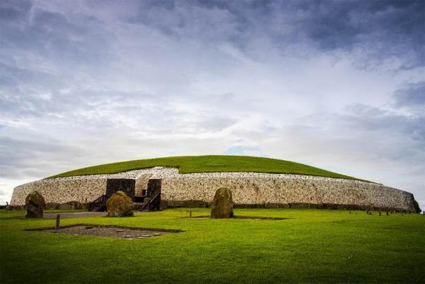Newgrange, Boyne Valley, Ireland. (Yggdrasill /Adobe Stock)