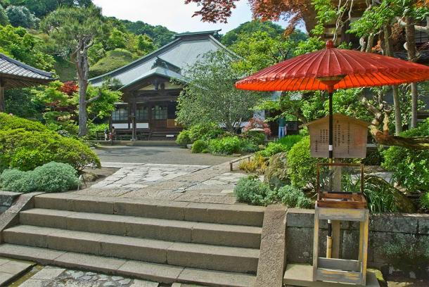 The main hall of Kaizo-ji Temple, Kamakura. The Main Hall (Tarourashima / Public domain)