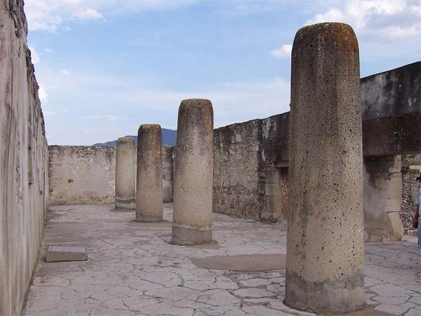 """'Grupo de las Columnas' or 'Columns Group,' one of the five main groups of structures at Mitla. These columns are identical in every way to the """"actual"""" Column of Death! (Alberto Talavera Ortiz / CC BY-SA 3.0)"""