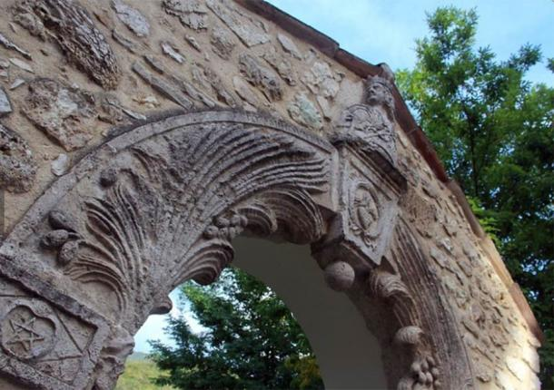 Close up of arch including the cross of David and the flaming heart. (Tripadvisor)