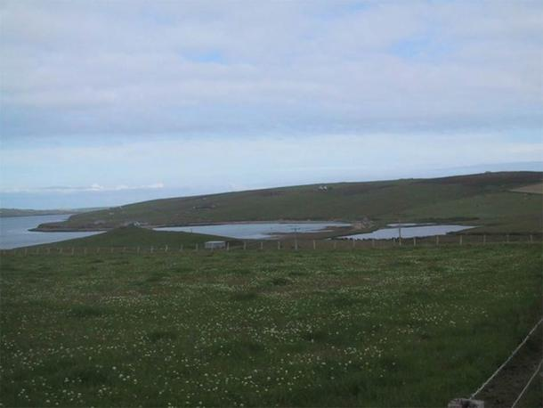 Thorfinn Turf-Einarsson, (Thorfinn Skullsplitter) the 10th century Norse Earl of Orkney, is thought to have been buried at the site of The Howe broch just north of Hoxa. (Sarah Charlesworth/ CC BY-SA 2.)