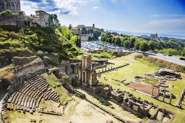 View of ancient roman theatre in Volterra, Italy (imagedb.com / Adobe Stock)