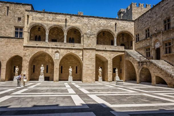 The Palace of the Grand Master in Rhodes, Greece (Kateryna / Adobe Stock)