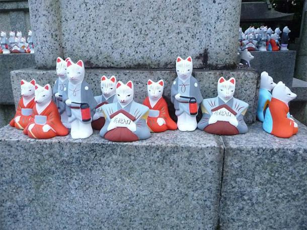 High demand of Inari fox statues are evidence of the popularity of the Shinto god Inari. (Immanuel Giel / CC BY-SA 4.0)