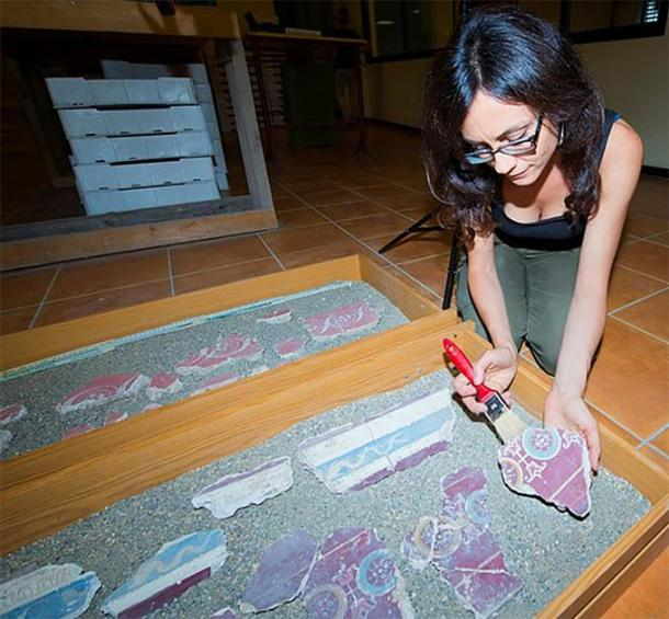 An Italian archaeologist in central Rome reassembling the frescoes found in the Caligula palace. (Soprintendenza Speciale di Roma)