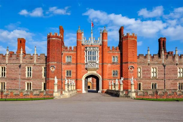 Hampton Court Palace, probably where the first position of the Groom of the Stool in the Tudor era. (Mistervlad / Adobe Stock)
