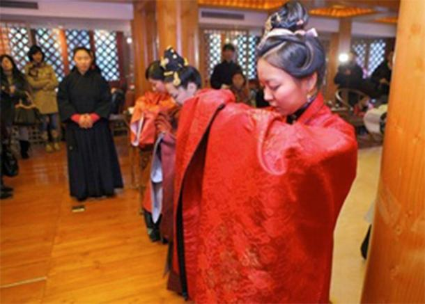 Coming of Age Ji-Li ceremony for Chinese girls (CC BY-SA 2.0)