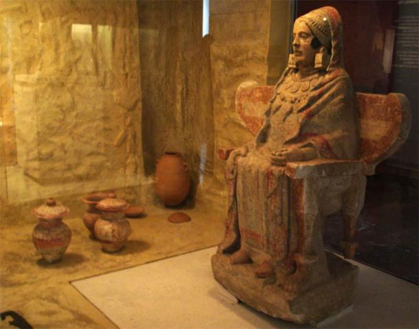 The Lady of Baza on display at the National Museum of Archaeology in Madrid. (Airin / CC BY-SA 3.0)
