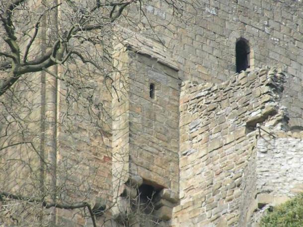 The privy at Peveril Castle, Castleton, Derbyshire, England. (Public Domain)