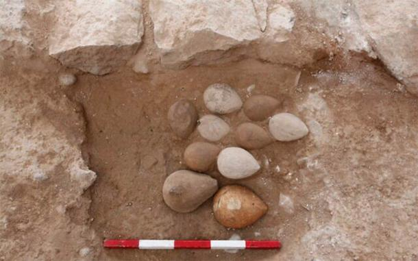 It seems that archaeologists have found the famous lost oil lamps found by back in 1934. (Tal Rogovenski / Hebrew University)