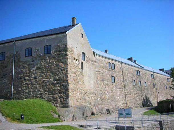 The Halland Museum of Cultural History, the current home of the Bocksten Man, is situated in this building in the Varberg Fortress, Sweden. (Public Domain)