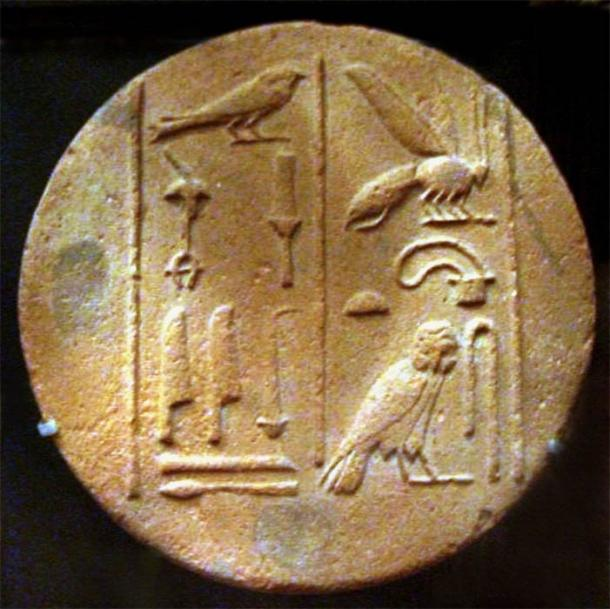 Base of Funerary Cone, with details of hieroglyphs of a bee. Louvre (Public Domain)