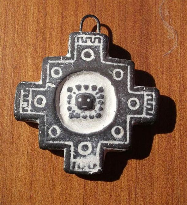 Artesany with the shape of a Chakana (Jujuy, Argentina). (Bsea/CC BY-SA 3.0)