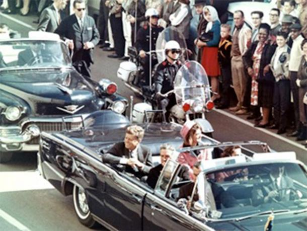 President Kennedy in the limousine in Dallas, Texas, on Main Street, minutes before the assassination. (Public Domain)