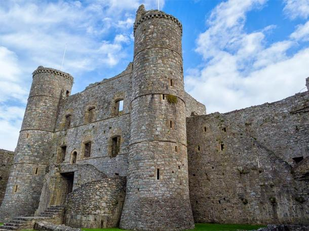 The gatehouse of Harlech Castle. (hipproductions / Adobe Stock)